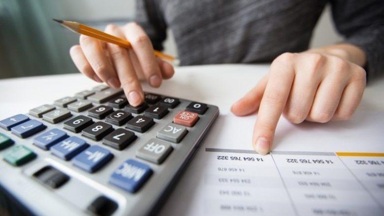 calculadora-dedos-como-e-calculado-o-valor-da-pensao-alimenticia