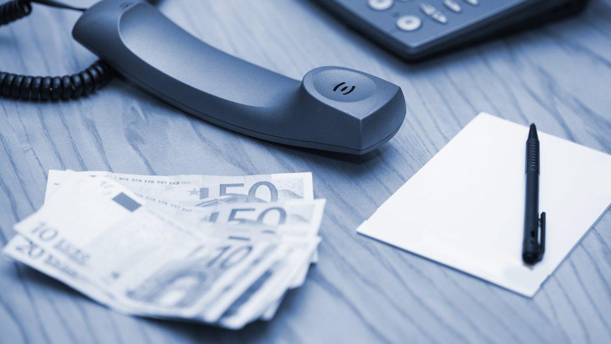 escrivaninha-telefone-codigo-do-consumidor-e-devolucao-de-dinheiro