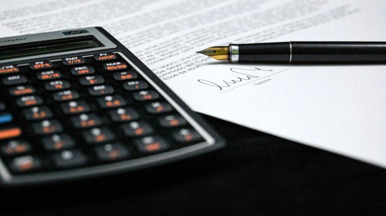 calculadora-documento-caneta-reembolso-de-plano-de-saude