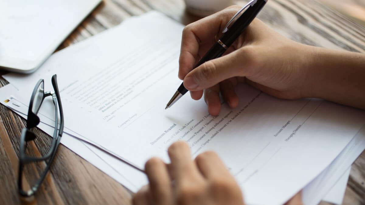 contrato-caneta-quem-e-mei-pode-trabalhar-de-carteira-assinada
